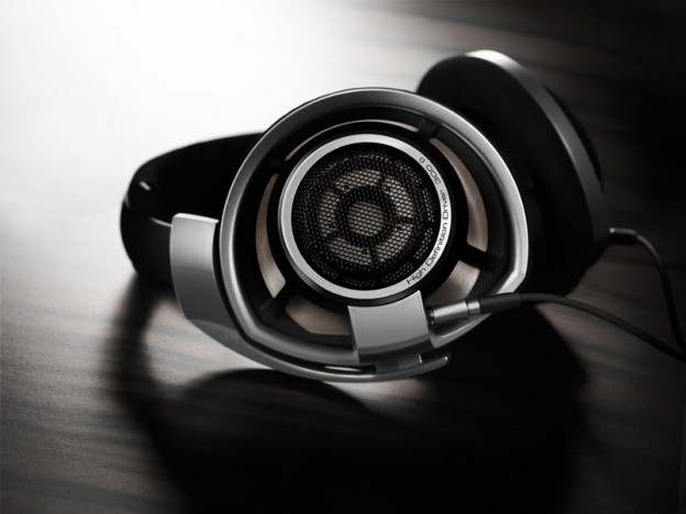 Sennheiser HD800 Over-Ear Circum-Aural Dynamic Premiere Headphone Review